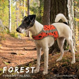 Diva wears FOREST attention vest size S photo: Tiina Korhonen/@tassutteluayhdessa