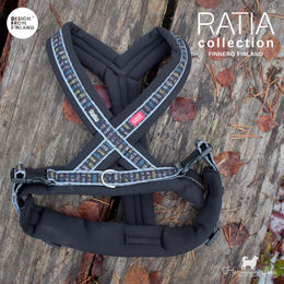 RATIA 8 shape harnees black photo: Senja Pikkusilta/ @harmaanvalkea