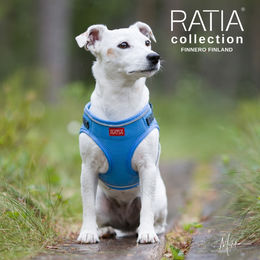 Eden wears RATIA vest harness sky blue photo: Miikku Pietilä